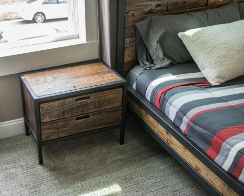 Bed 8 + side